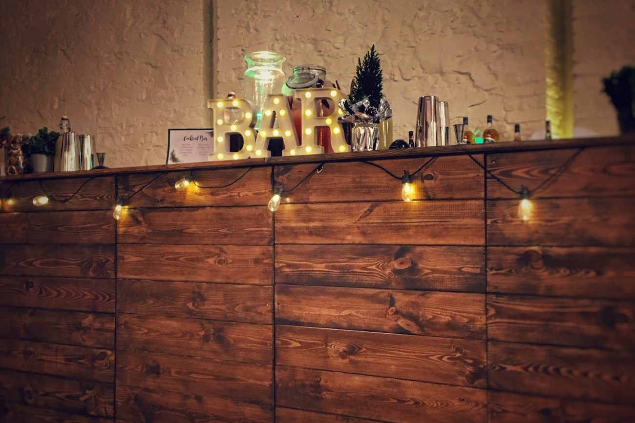 bar drewniany na eventy | Mobilni Barmani
